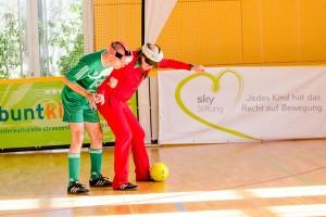 Mitte Februar trat Guildo im Rahmen seiner Botschafter-Tätigkeit für die Sky-Stiftung in München zum Blindenfußballspiel an. Foto: Promo