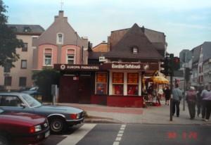 1983 erhielt der Kiosk in der Südallee einen Anbau im hinteren Bereich, in dem Toiletten und eine Teeküche untergebracht waren. 1996 wurde an dieser Stelle eine Trafo- und Gasregelstation errichtet. Fotos: Stadt Trier, Amt für Bodenmanagement und Geoinformation