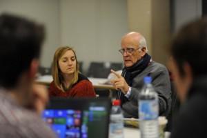 Dr. Johannes Nebe in einem Vorbereitungsgespräch mit seinen Studenten. Fotos: Marco Piecuch
