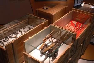 Ein Raum zeigt die Ausrüstung und die Bewaffnung der Soldaten. Foto: Christian Jöricke